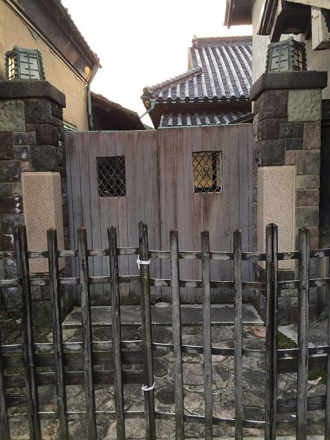 高貴なお方の通用門
