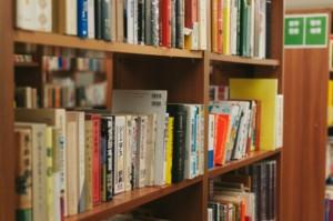 実用書、経済書、ビジネス書等を東京都港区のお客様より、大学研究室様より即日出張買取のご依頼で約800~900冊の専門書をお譲りいただきました!